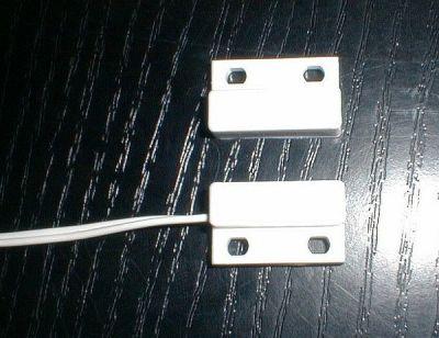 MC-44/2 Miniaturní mag. detektor pro povrchovou montáž, dosah 20mm